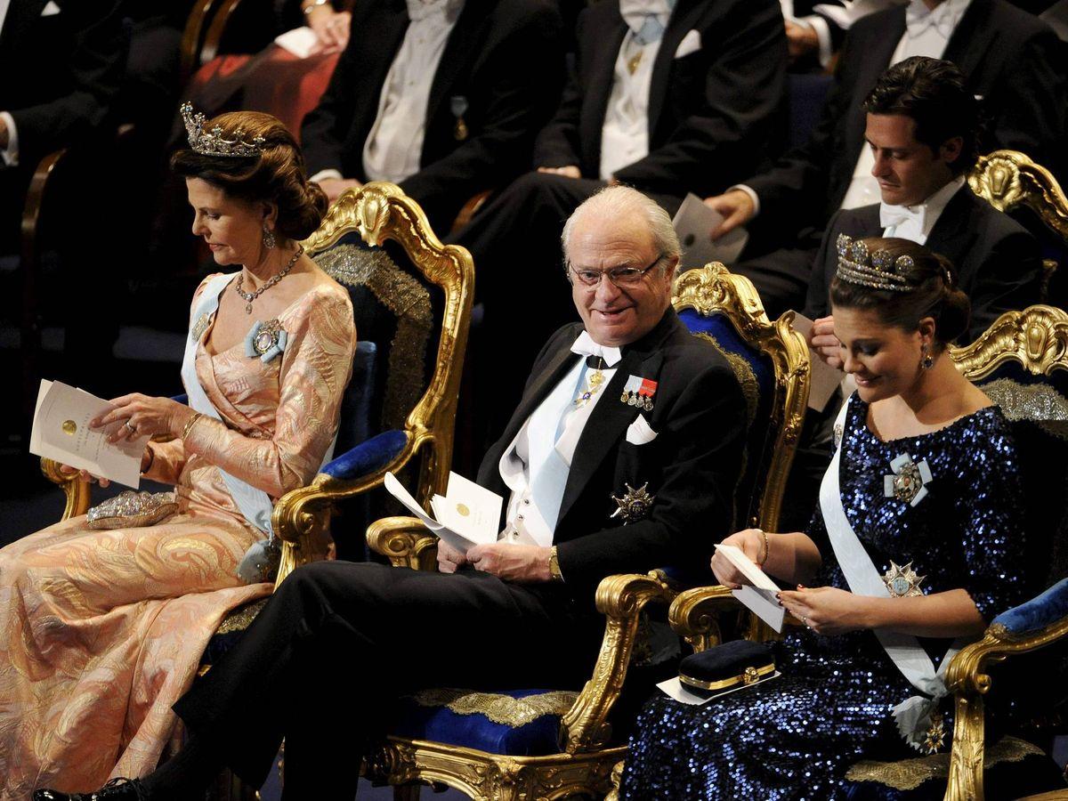Foto: El rey Carlos Gustavo de Suecia y su hija Victoria, en una imagen de archivo. (EFE)