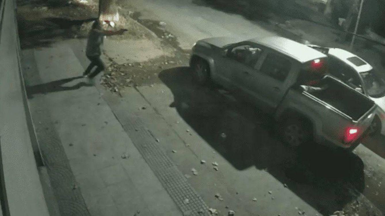 Intentan robarle la furgoneta en Buenos Aires y se defiende a tiros