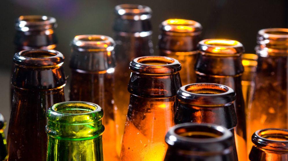 Foto: Marrones y verdes, así son los envases de las botellas. (iStock)