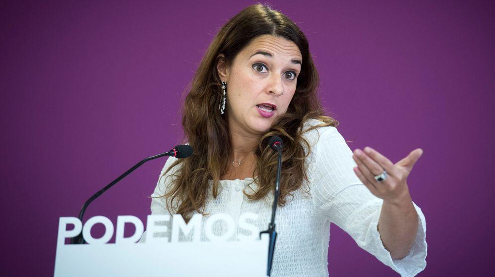 Foto: La portavoz de Podemos, Noelia Vera, durante la rueda de prensa que ofreció hoy lunes en la sede de su partido. (EFE)