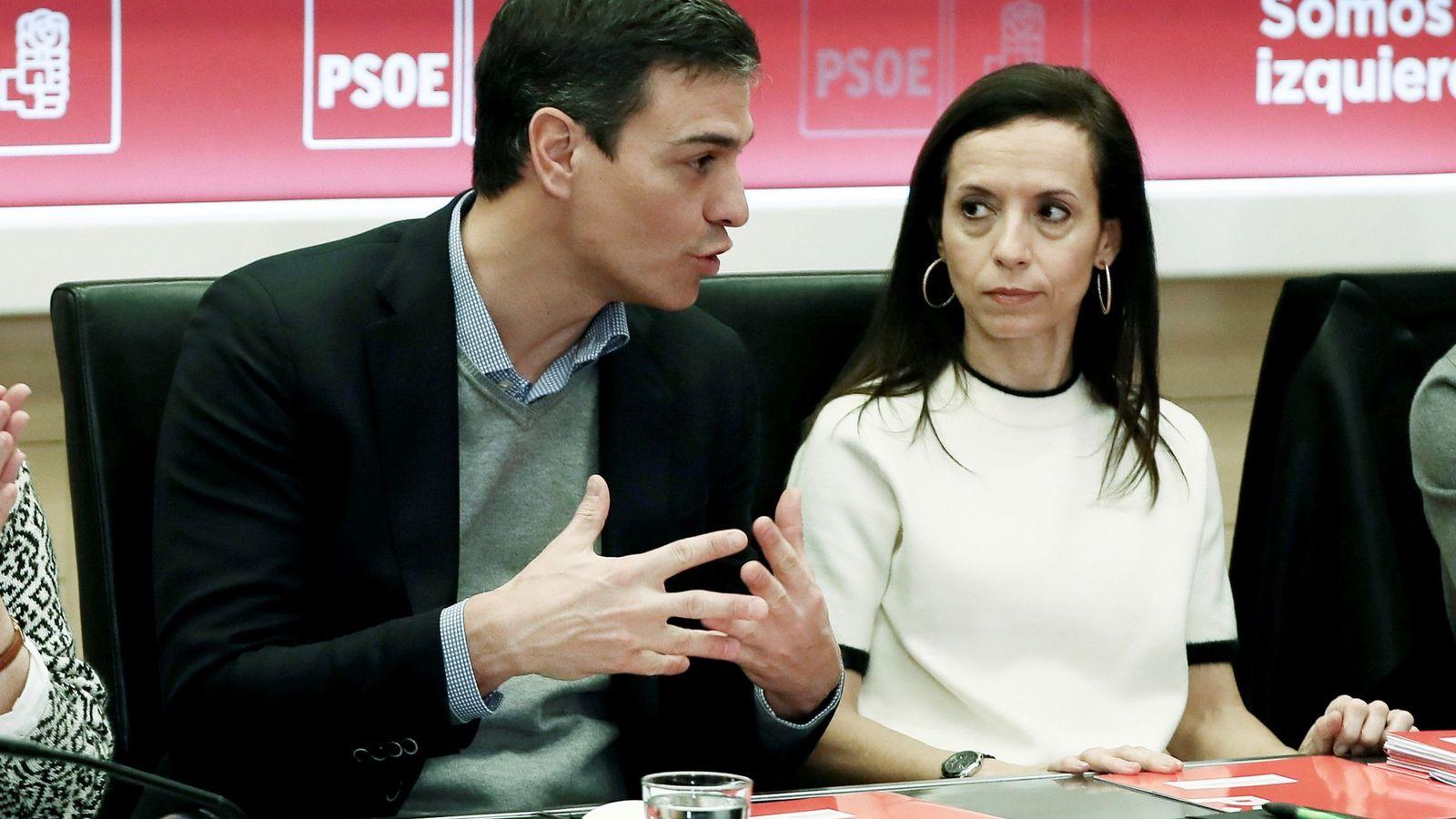 Foto: El Secretario General del PSOE Pedro Sánchez, y la Secretaria de Ordenación del Territorio y Políticas de Vivienda del PSOE, Beatriz Corredor. Foto: Efe.
