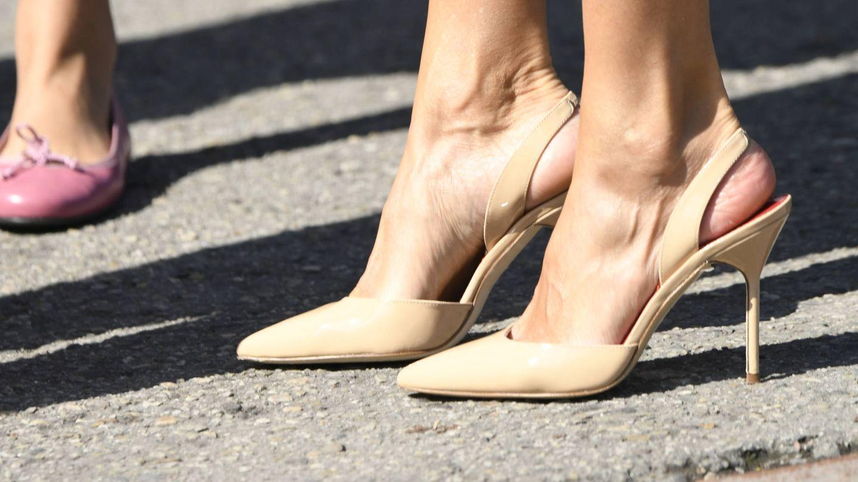 Los nuevos zapatos de la Reina. (Limited Pictures)