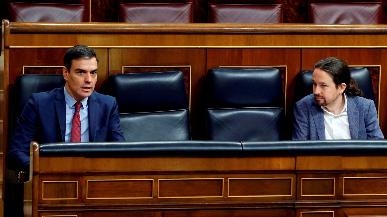 Pablo iglesias y Pedro Sánchez, en el Congreso. (Reuters)