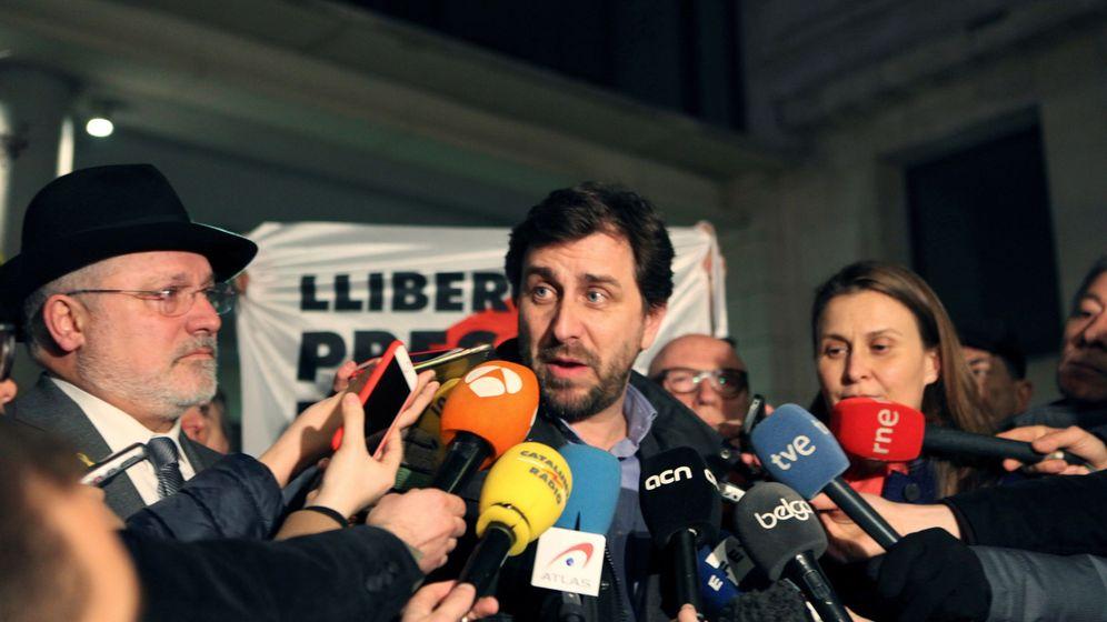 Foto: El 'exconseller' Toni Comín (c). (EFE)
