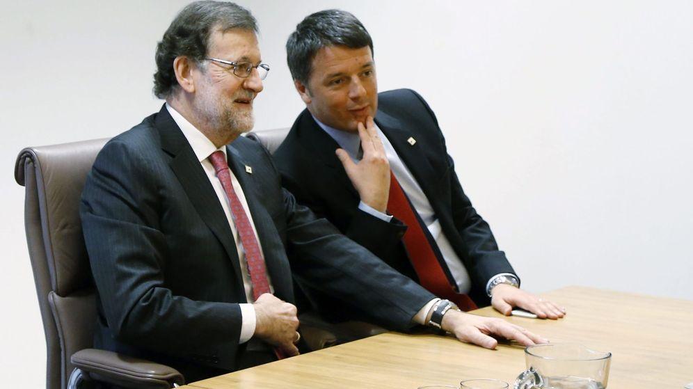 Foto: El presidente del Gobierno, Mariano Rajoy (i), y el ex primer ministro italiano Matteo Renzi. (EFE)