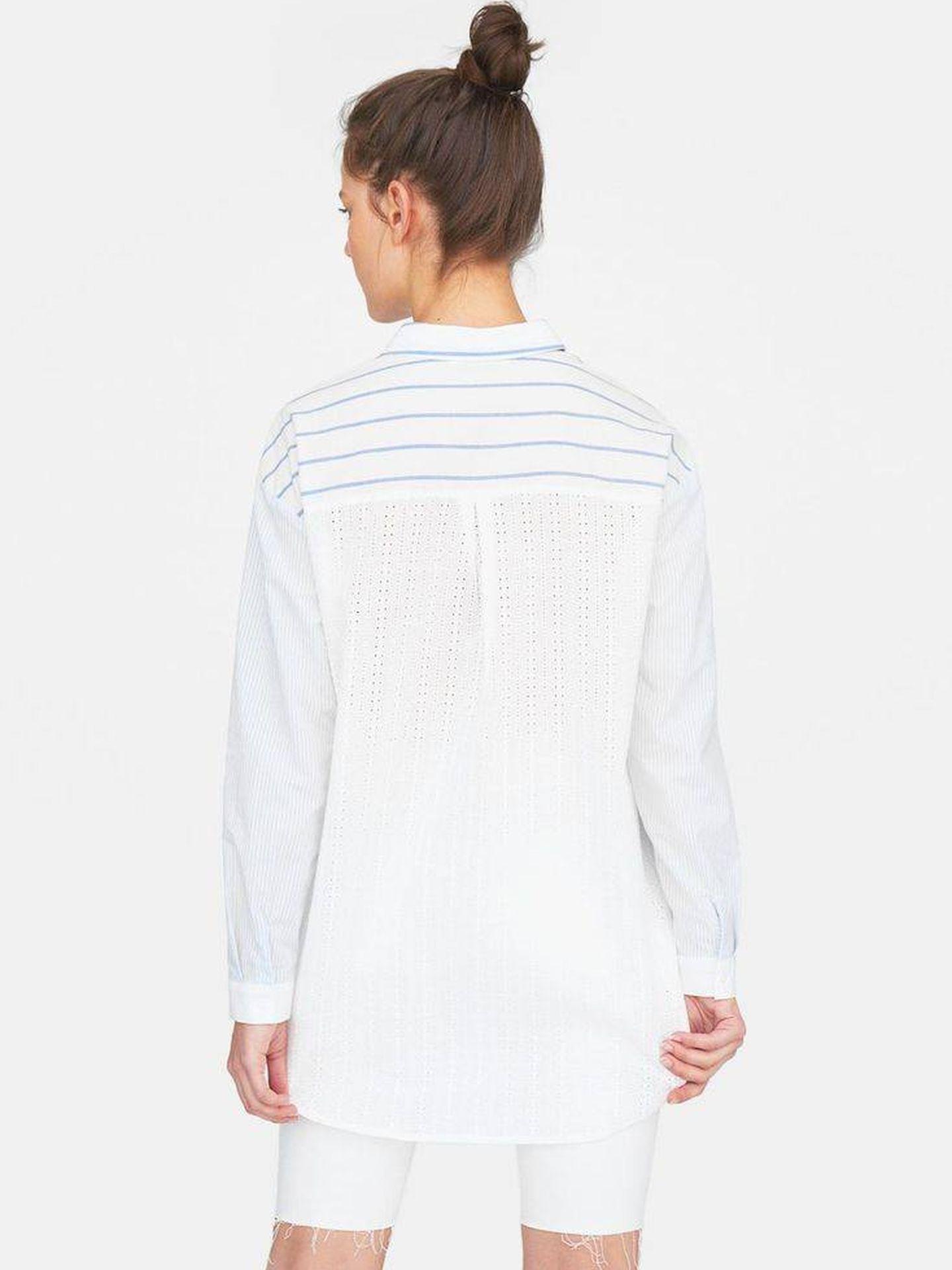 Camisa de Stradivarius.