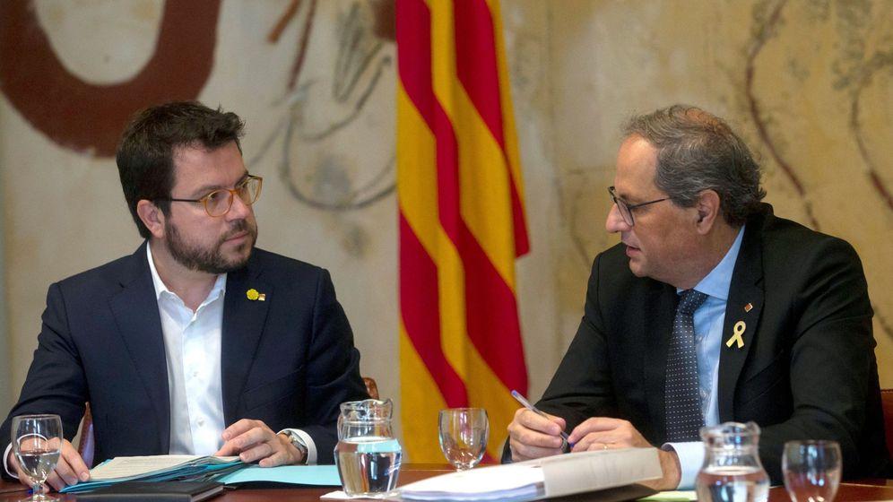 Foto: El presidente de la Generalitat, Quim Torra (d), junto al vicepresidente del Govern y 'conseller' de Economía, Pere Aragonès (i). (EFE)