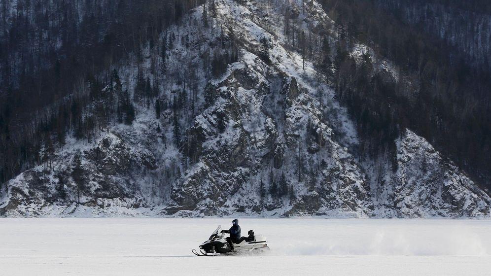 Foto: La moto de nieve se ha vuelto imprescindible para una farmacéutica de Michigan (Reuters/Ilya Naymushin)