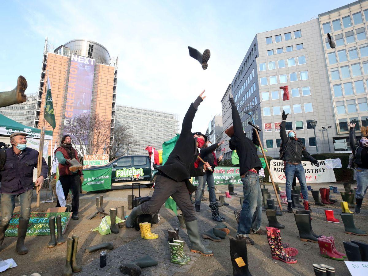 Foto: Manifestación contra la PAC en Bruselas, en diciembre de 2020. (Reuters)