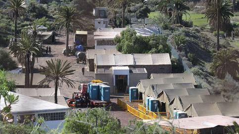 Nadie se hace responsable de la decisión de dejar en la calle a 200 personas en Canarias
