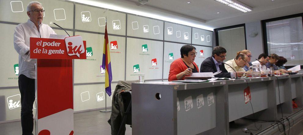 Foto: Cayo Lara, líder de la formación, tras la reunión de la Presidencia Ejecutiva Federal el pasado lunes. (EFE)