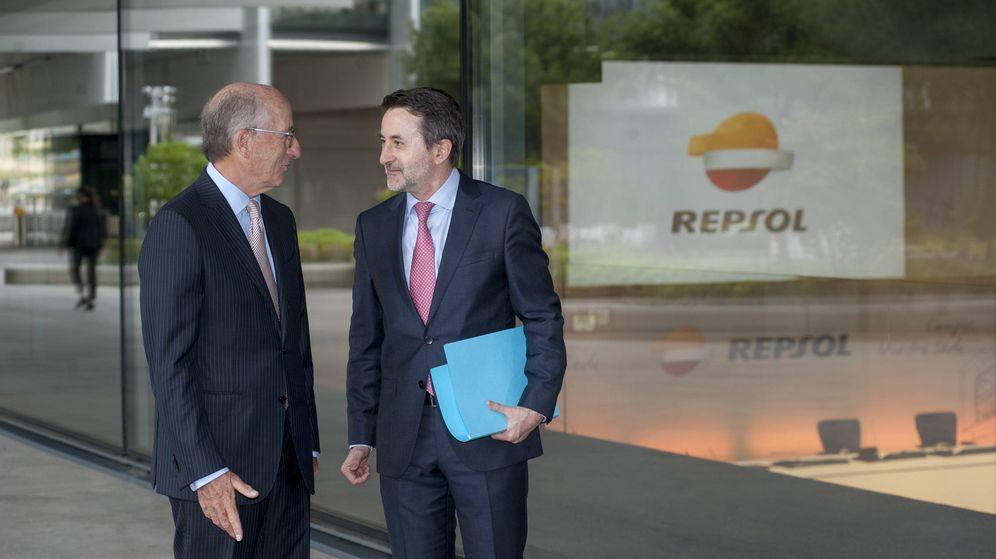Foto: El presidente de Repsol, Antonio Brufua, junto al consejero delegado de la petrolera, Josu Jon Imaz, en la presentación del nuevo plan estratégico
