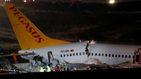 Un avión se sale de pista en Estambul y se parte en tres tras el aterrizaje
