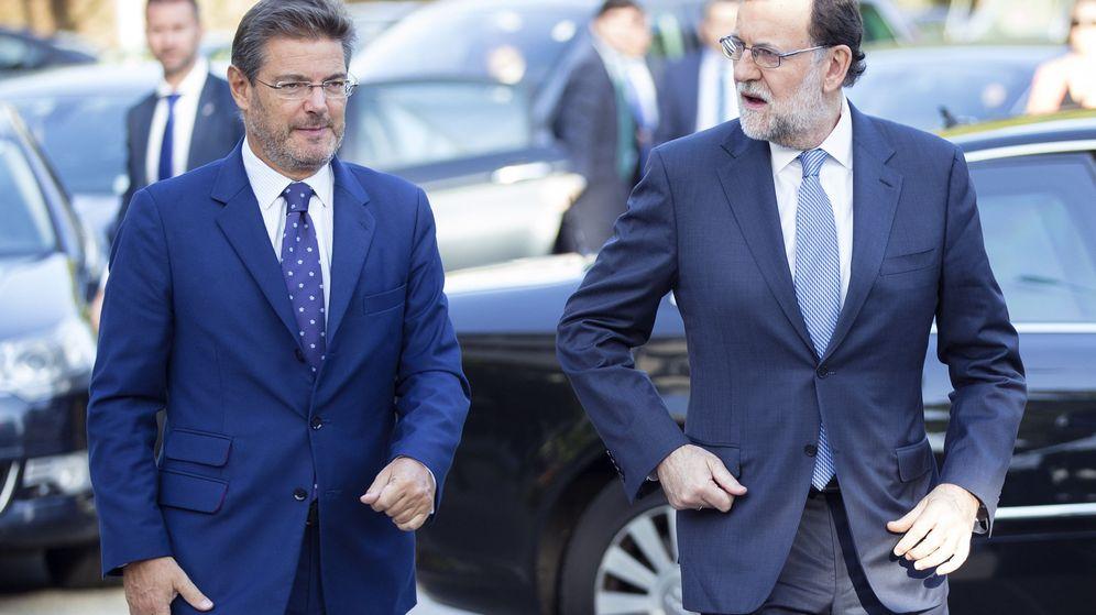 Foto: Rafael Catalá (i), junto al presidente del Gobierno, Mariano Rajoy. (EFE)