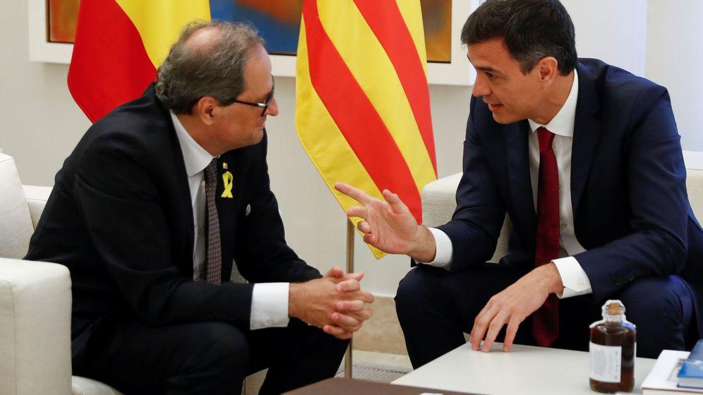 Foto: El presidente del Gobierno, Pedro Sánchez, y el president de la Generalitat, Quim Torra, durante su encuentro en la Moncloa el pasado 9 de julio. (EFE)