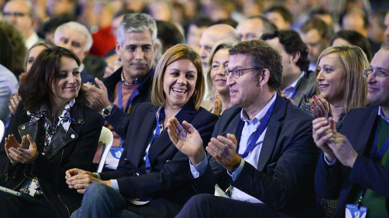 El presidente de la Xunta y líder del PP gallego, Alberto Núñez Feijóo, junto a María Dolores de Cospedal y Andrea Levy durante el XVI Congreso Autonómico de 2016. (EFE)