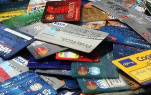 El débito ya gana al crédito como forma de pago preferida en España