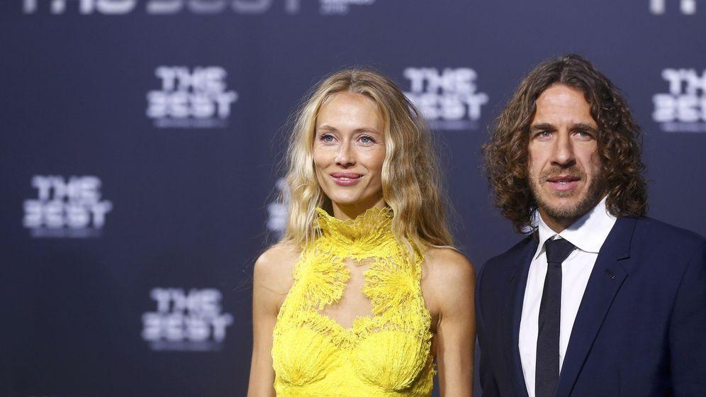 Foto: Vanesa Lorenzo y Carles Puyol, en una entrega de premios. (Reuters)