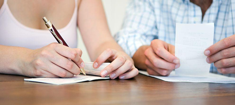 Foto: No se puede vivir del amor, y también hay que pagar las facturas. (Corbis)