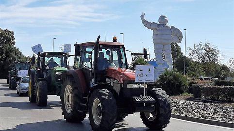 Un centenar de tractores se manifiestan contra el decreto de convergencia de la PAC