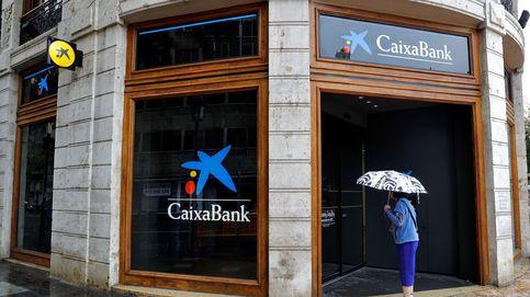 Los ERE de CaixaBank y BBVA dinamitan la paz social y cuestionan al Gobierno