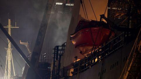 Fallecen tres marineros en el incendio de un buque en Gran Canaria