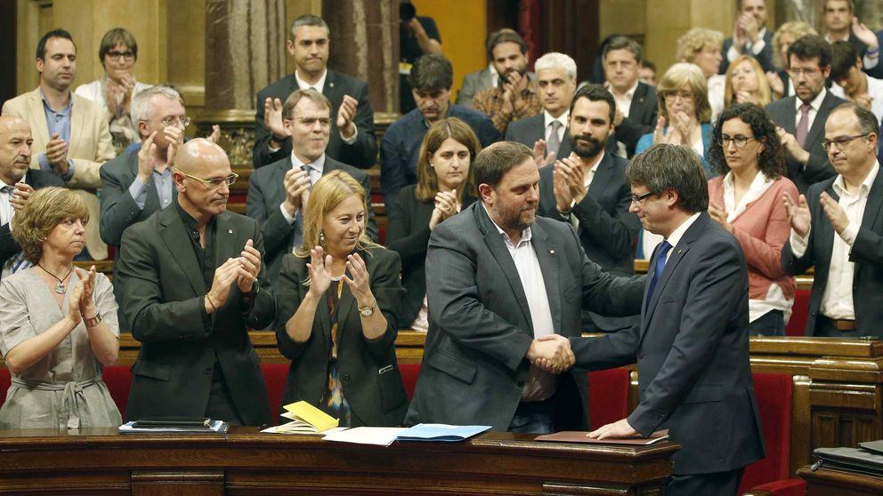 Puigdemont y Junqueras buscan otro plan que salve el 'procés' en tres meses