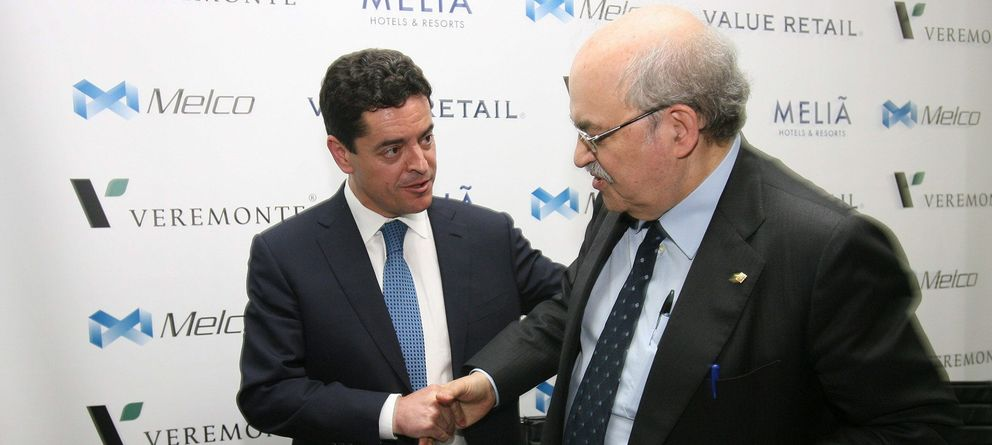 Foto: Enrique Bañuelos junto al 'conseller' Andreu Mas-Colell durante la presentación de Barcelona World (EFE)