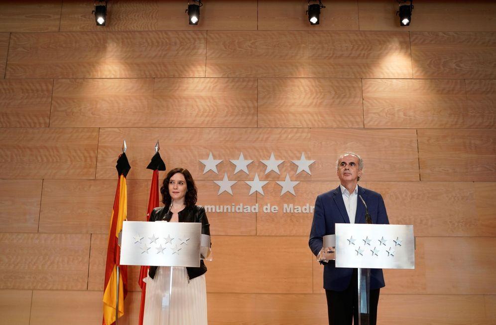 Foto: La presidenta y el consejero de Sanidad de Madrid, Isabel Díaz Ayuso y Enrique Ruiz Escudero, este 16 de mayo. (EFE)
