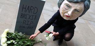 Post de May no dimite: pasa de ser la heredera de Thatcher a aferrarse a un cargo en el aire