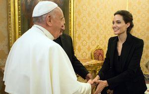 Angelina Jolie le presenta su nueva película al Papa en el Vaticano