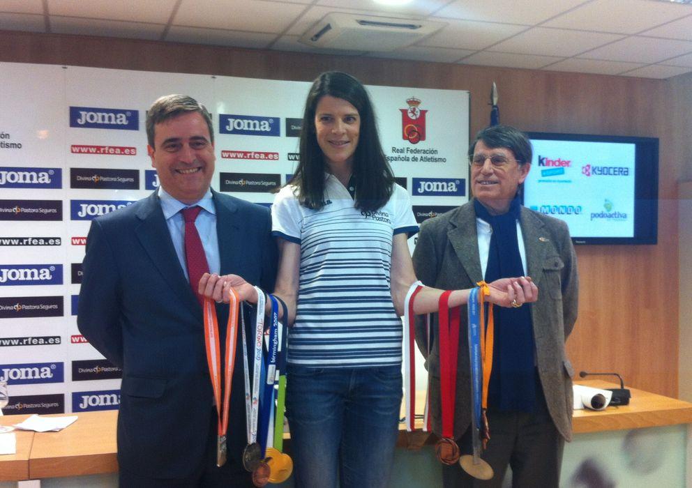 Foto: Beitia, con sus diez medallas, entre Cardenal y Odriozola (Foto: Sara Massa).