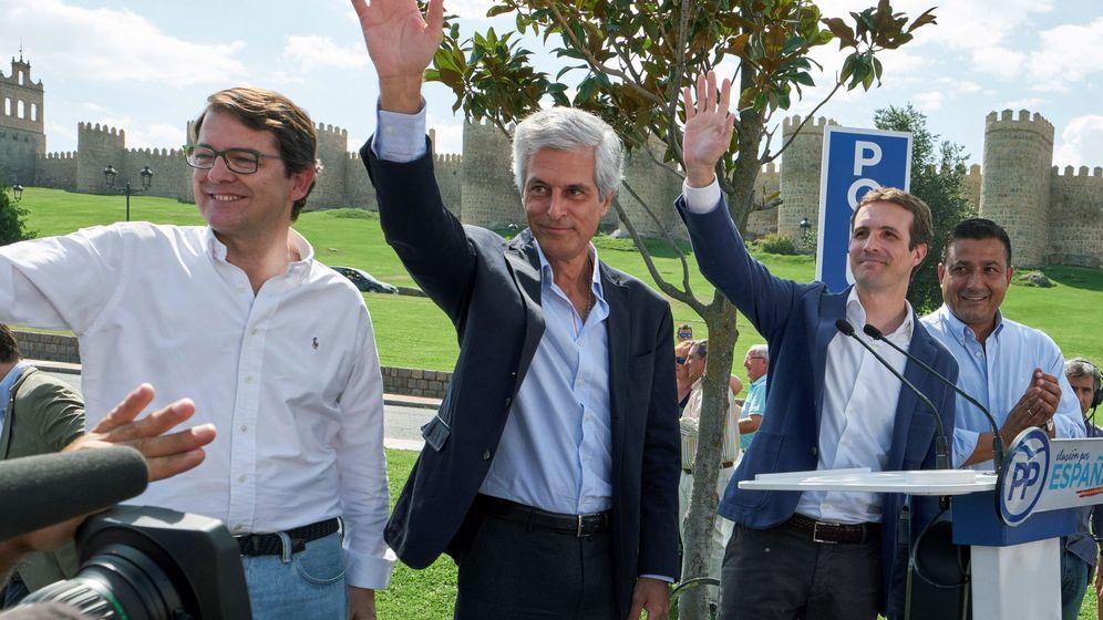 Foto: El presidente del PP, Pablo Casado (2d), y el presidente de la futura fundación Concondia y Libertad, Adolfo Suárez Illana (2i). (EFE)