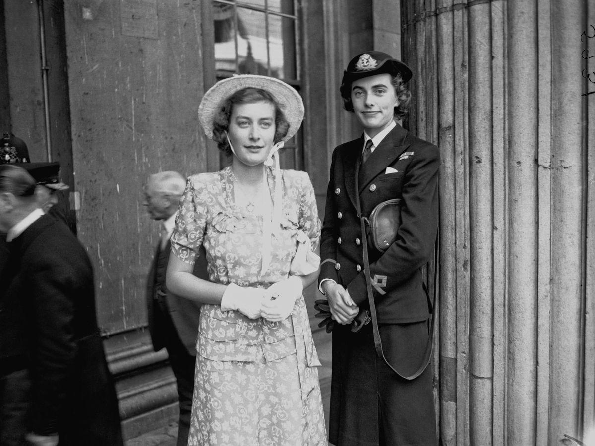 Foto:  Patricia Mountbatten, a la derecha, con su hermana Pamela. (Getty)