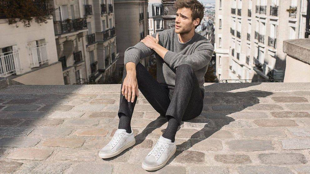 Cómo llevar las zapatillas blancas a la oficina sin perder el estilo