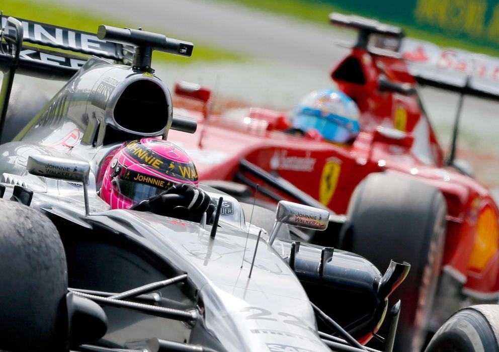 Foto: Jenson Button y Fernando Alonso en Monza la temporada pasada (EFE)