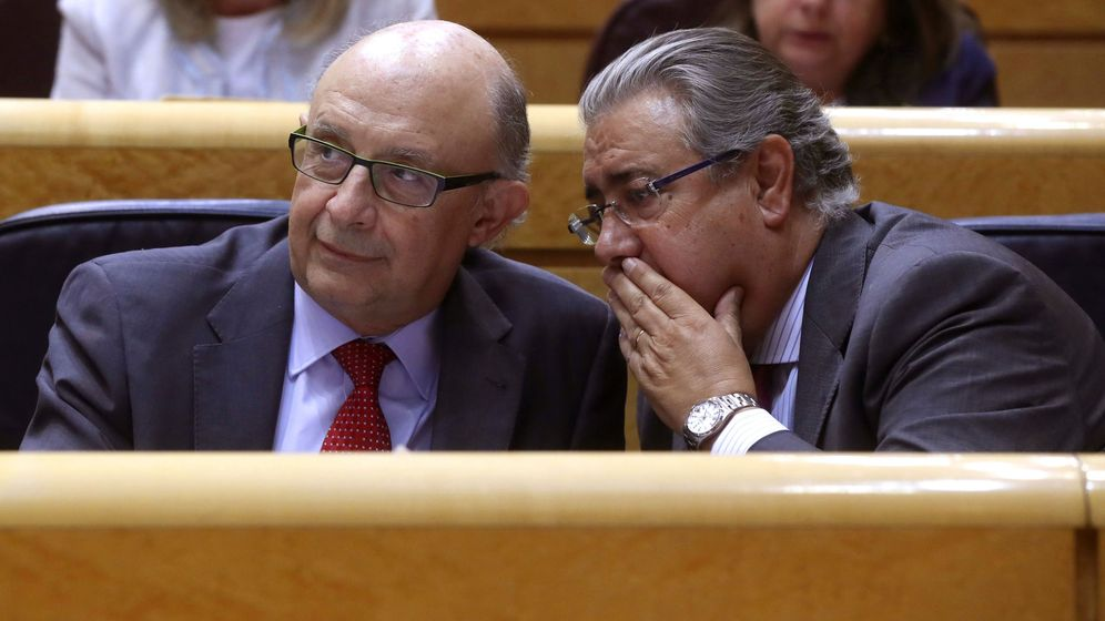 Foto: Cristóbal Montoro y Juan Ignacio Zoido en el Senado. (EFE)
