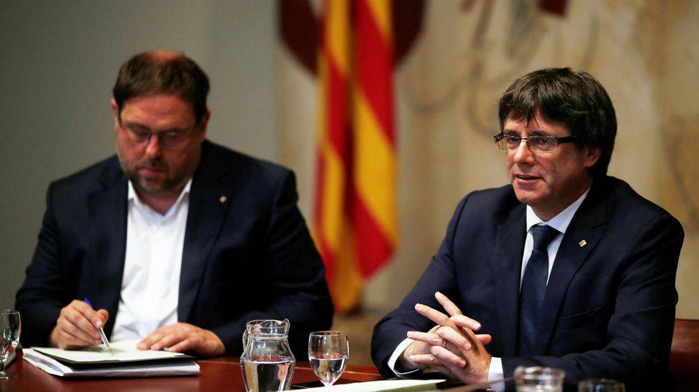 Foto: El presidente de la Generalitat, Carles Puigdemont, y su vicepresidente, Oriol Junqueras. (Reuters)