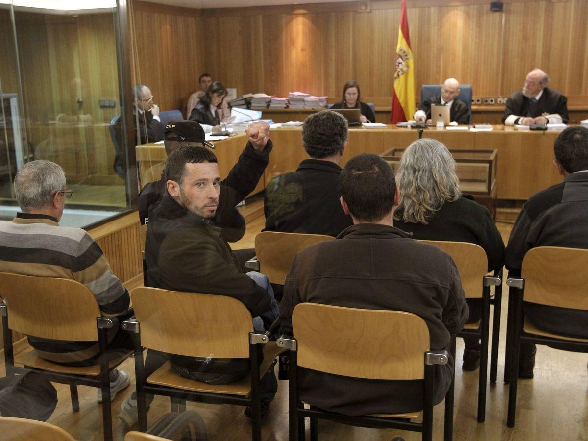 Foto: Xurxo García Vidal se gira al público durante un juicio en la AN. (EFE)