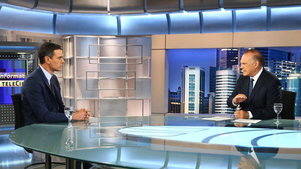 Foto: Pedro Sánchez, en su última entrevista en el plató de Informativos Telecinco. (EFE)