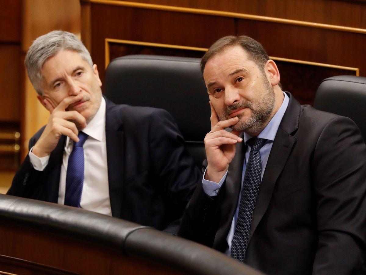 Foto: El ministro de Transportes, Movilidad y Agenda Urbana, José Luis Ábalos (d), y el ministro del Interior, Fernando Grande-Marlaska (i). (EFE)