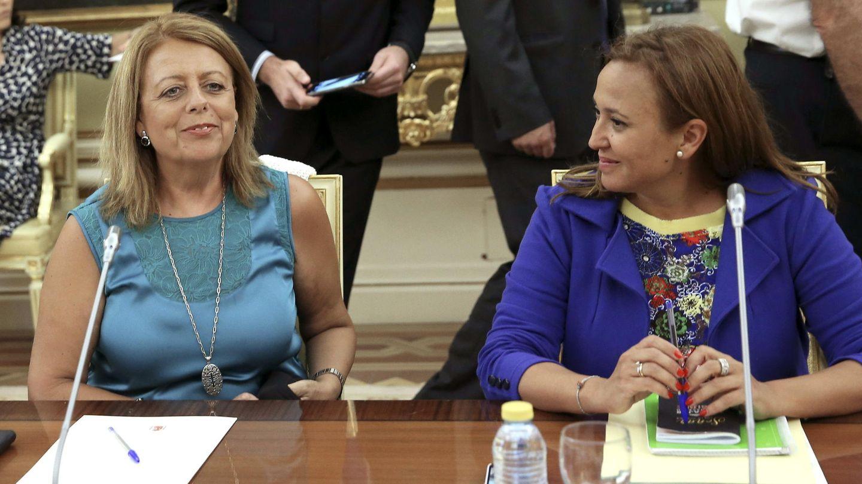 Las consejeras de Educación de Aragón, Mayte Pérez (d) y Murcia, María Isabel Sánchez. (EFE)
