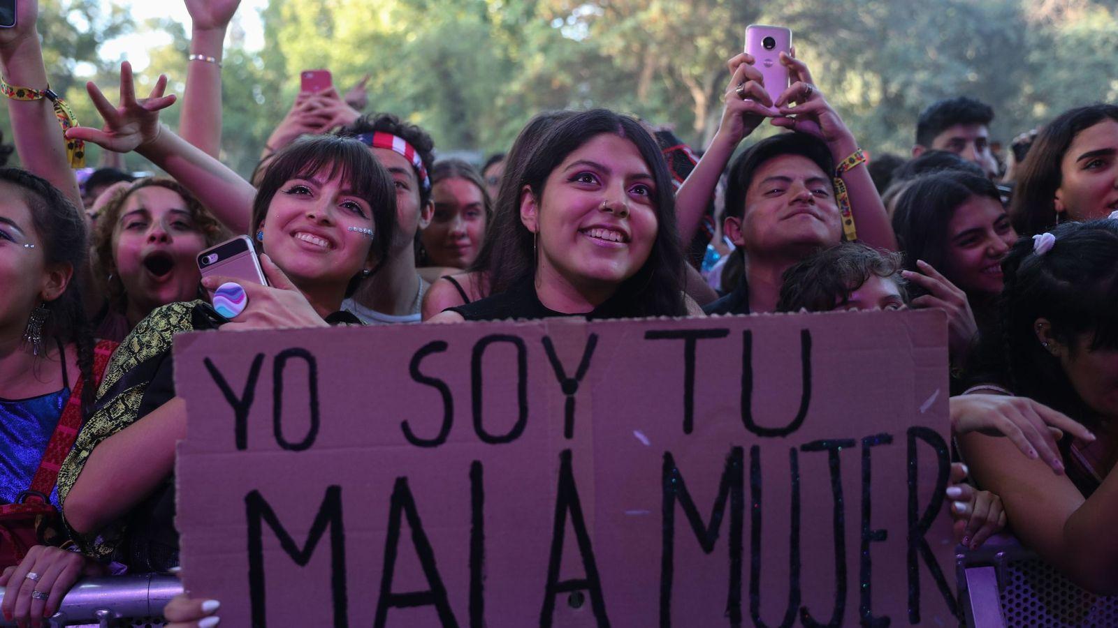 Foto: Fans del cantante C.Tangana en el festival Lollapalooza de Chile. (EFE)