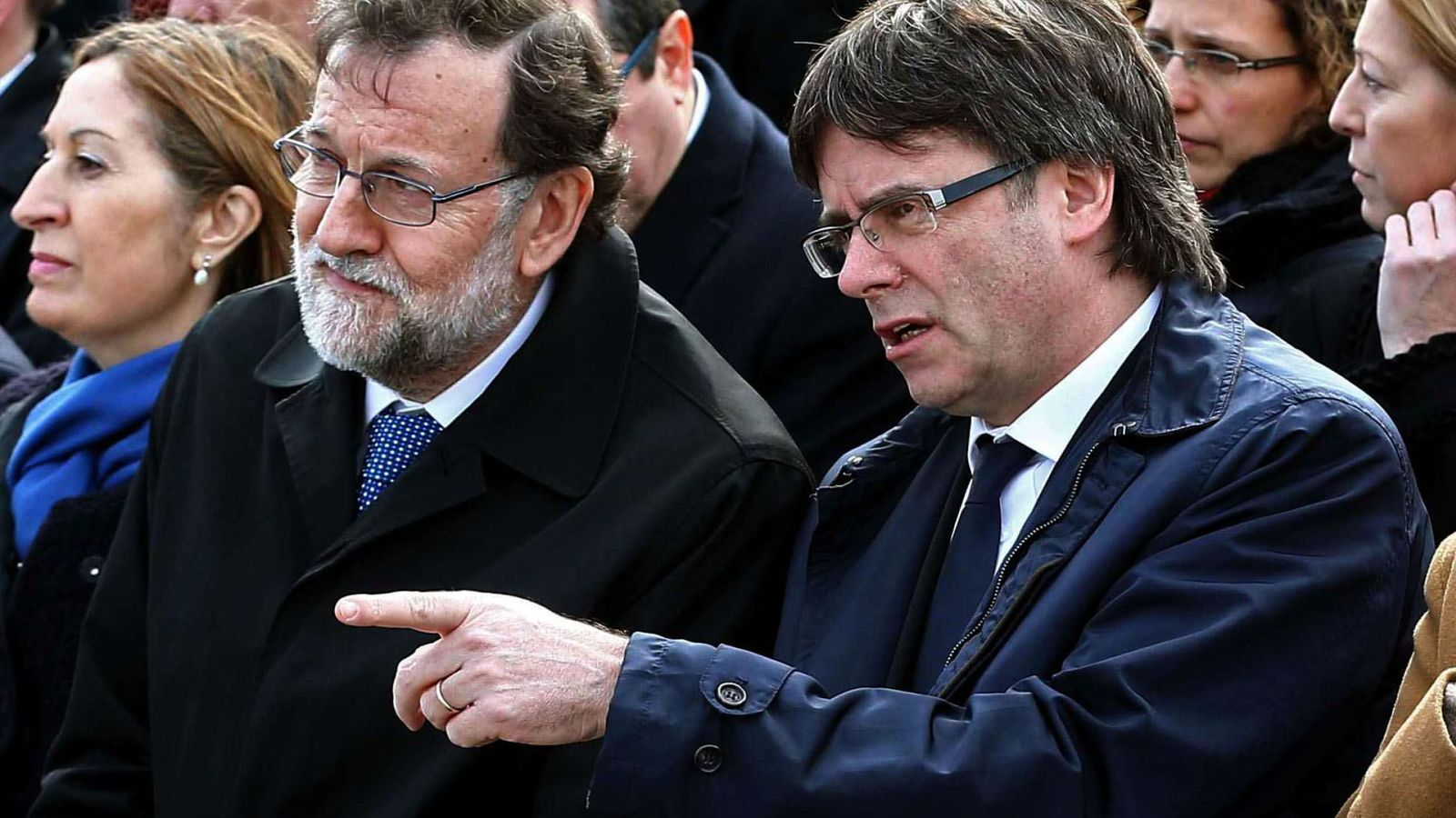 Foto: Fotografía de archivo del jefe del Ejecutivo, Mariano Rajoy, y el presidente de la Generalitat, Carles Puigdemont. (EFE)