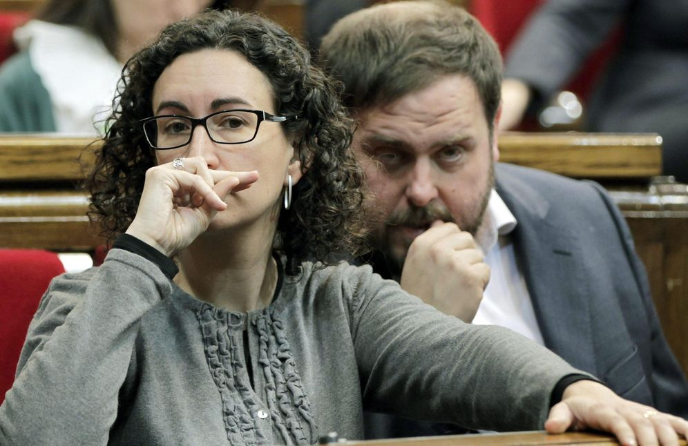 Foto: Imagen de archivo de Oriol Junqueras junto a Marta Rovira en el Parlament. (EFE)