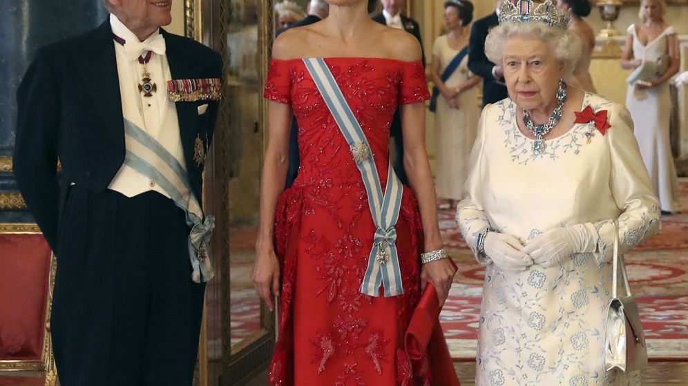 Foto: La reina Isabel II y la reina Letizia, en una imagen de archivo. (EFE)