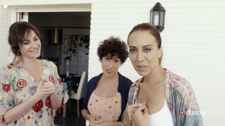 Ana Milán y Mónica Naranjo, en 'Mónica y el sexo'. (Cuatro)