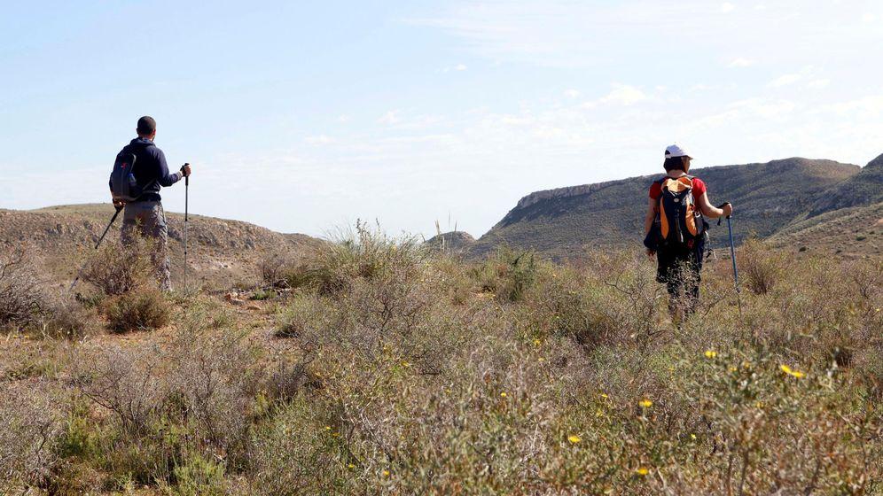 Foto: Voluntarios en Níjar. (EFE)