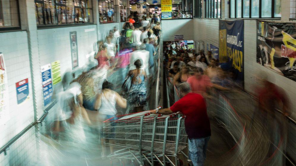Foto: Colas en los supermercados en Brasil en octubre de 2017 (EFE)