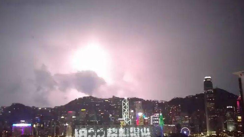 Temporal récord de relámpagos en Hong Kong: 10.000 en 12 horas